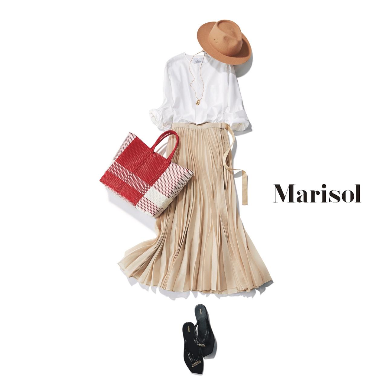 40代ファッション 白ブラウス×ベージュプリーツスカートコーデ