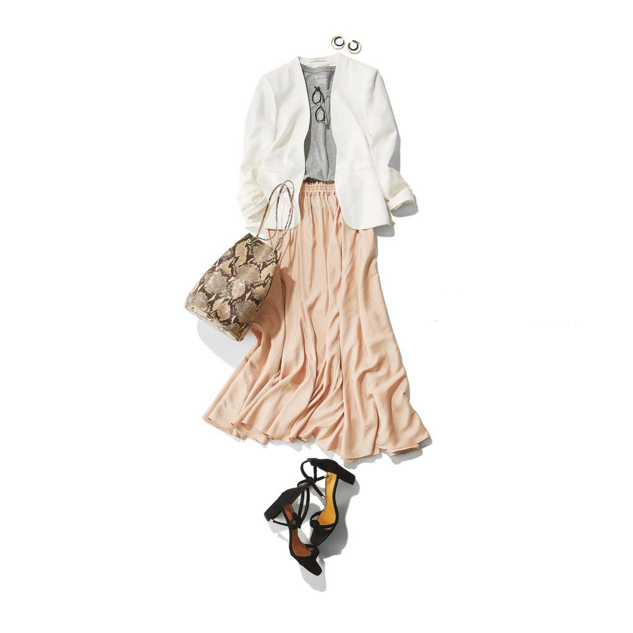 白ジャケット×スカートの羽織ものコーデ