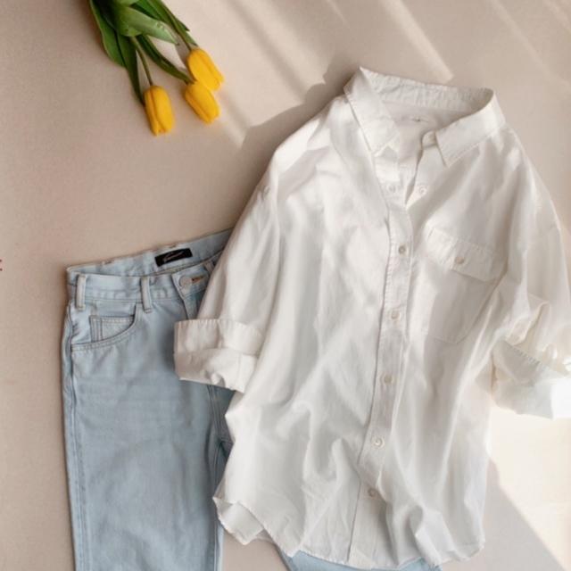 白シャツ×デニムコーデ