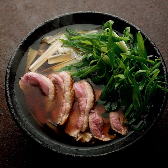 九条ねぎと長ねぎの2種類を贅沢に使った合鴨とねぎの鍋