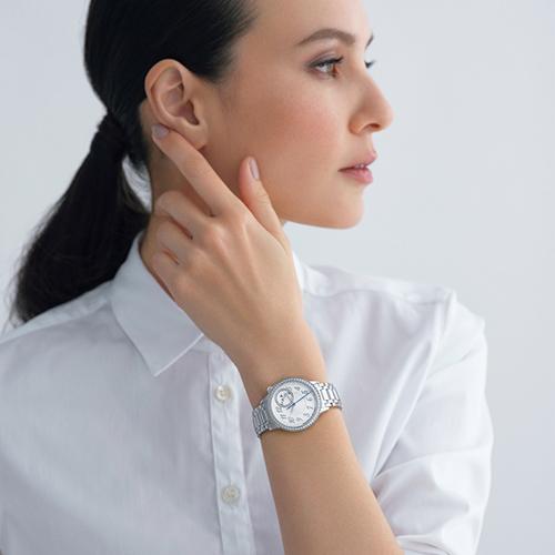 高級時計づくりとオートクチュール、2つが融合した女性専用時計