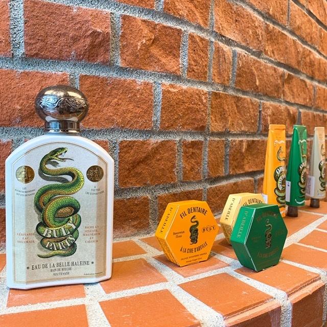 (左から)ミントティーフレーバーのマウスウオッシュ「オー・ドゥ・ラ・ベル・アレーヌ」 190㎖ ¥3,900。デンタルフロス「フィル・ダンテール」全3種 50m 各¥1,600・歯磨き粉「オピ・ダンテール」全3種 75㎖ ¥2,900