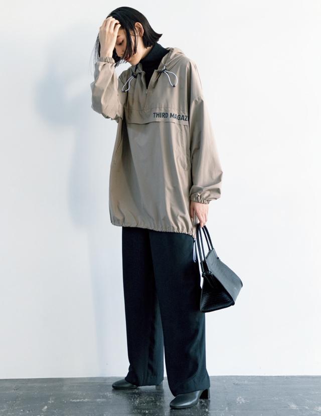 ベージュの風格+モダンな黒でトレンドアイテムも大人顔に