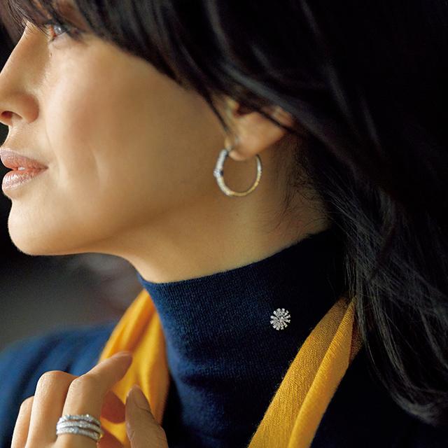 【50代の上品スタイル】大人の技あり「ブローチ」で華やかさ&女性らしさが格段に上がる_1_10