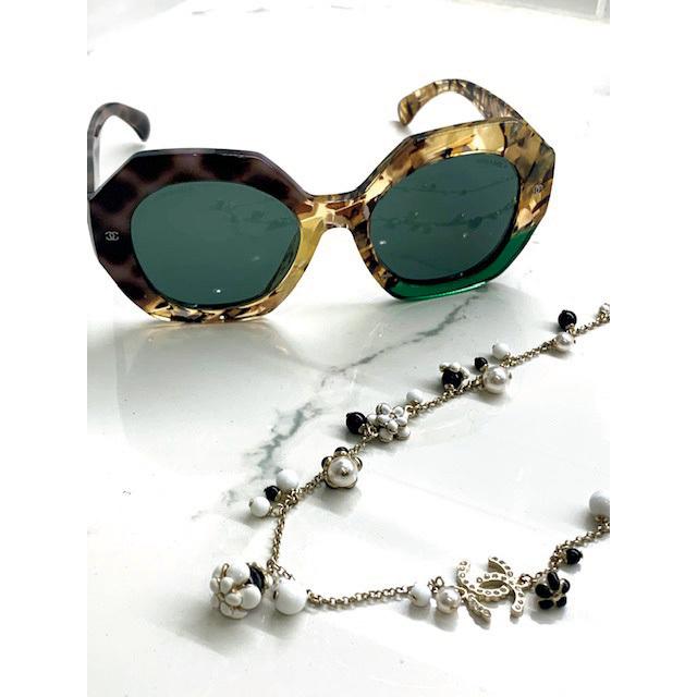 この夏ヘビロテ予定のサングラスとネックレス