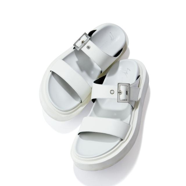 靴(H4)¥85,800/アパルトモン 青山店(ジュゼッペ ザノッティ)