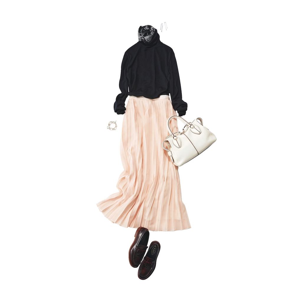 ピンクプリーツスカートとローファー