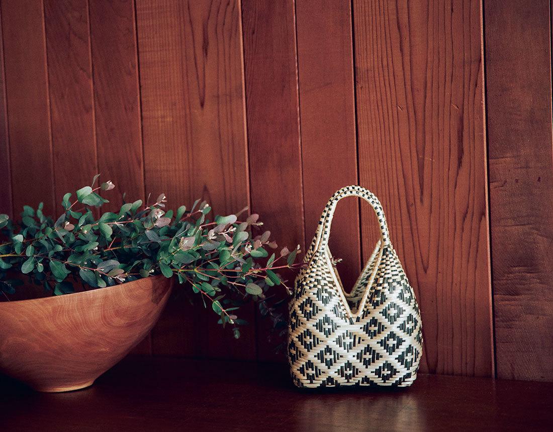 【40代におすすめの夏バッグ】コーデにメリハリを出す2021夏のトレンドバッグとは?|アラフォーファッション_1_2