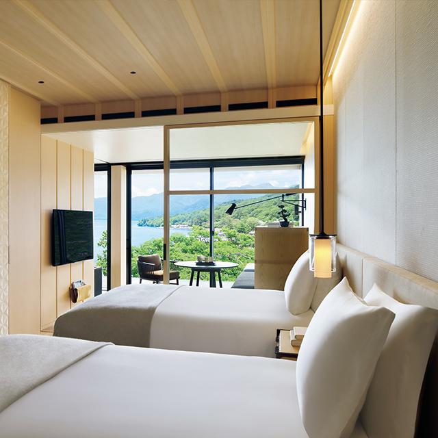 客室は、可能なかぎり周囲の景色を望めるように設計された