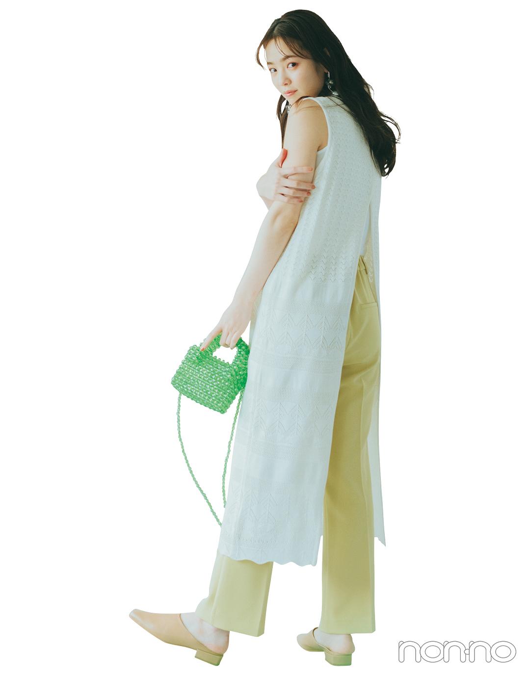 『横田真悠』の『カラーパンツ』モデルカット5−3