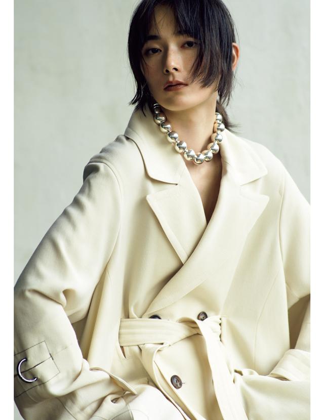 ソフィー ブハイのネックレスを着用したリー・モモカ
