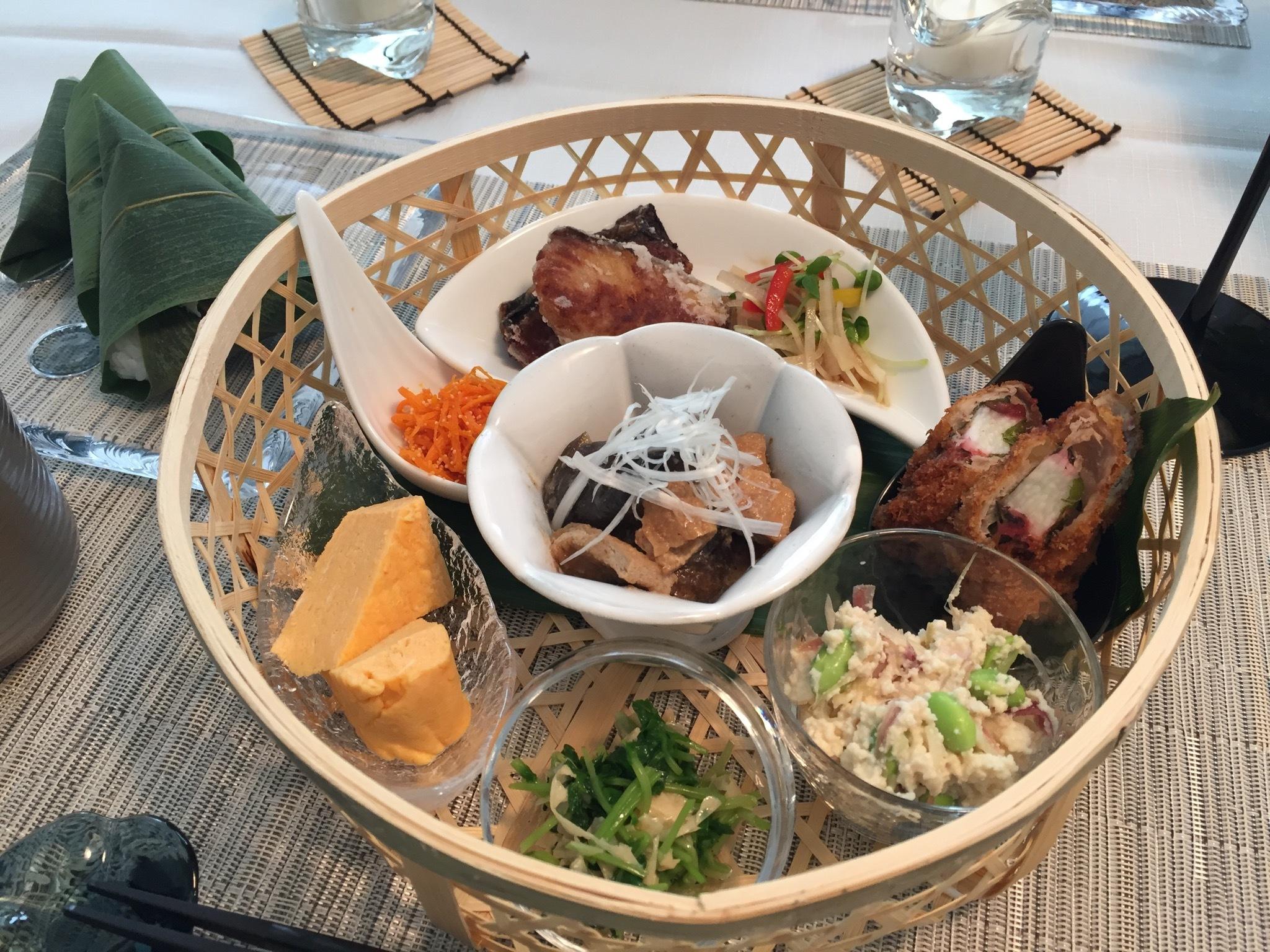 籠を使った涼しげなテーブルコーディネートと夏の和食_1_3