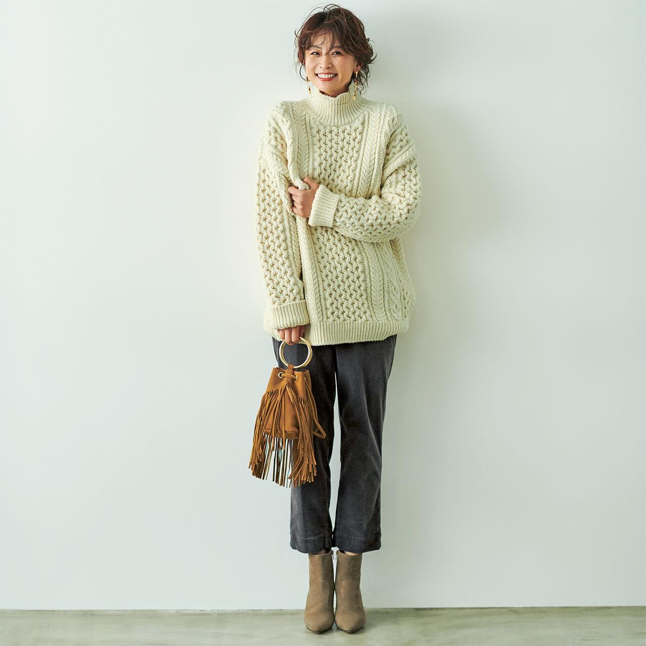 ファッション 白のフィッシャーマンズニット×コーデュロイパンツコーデ