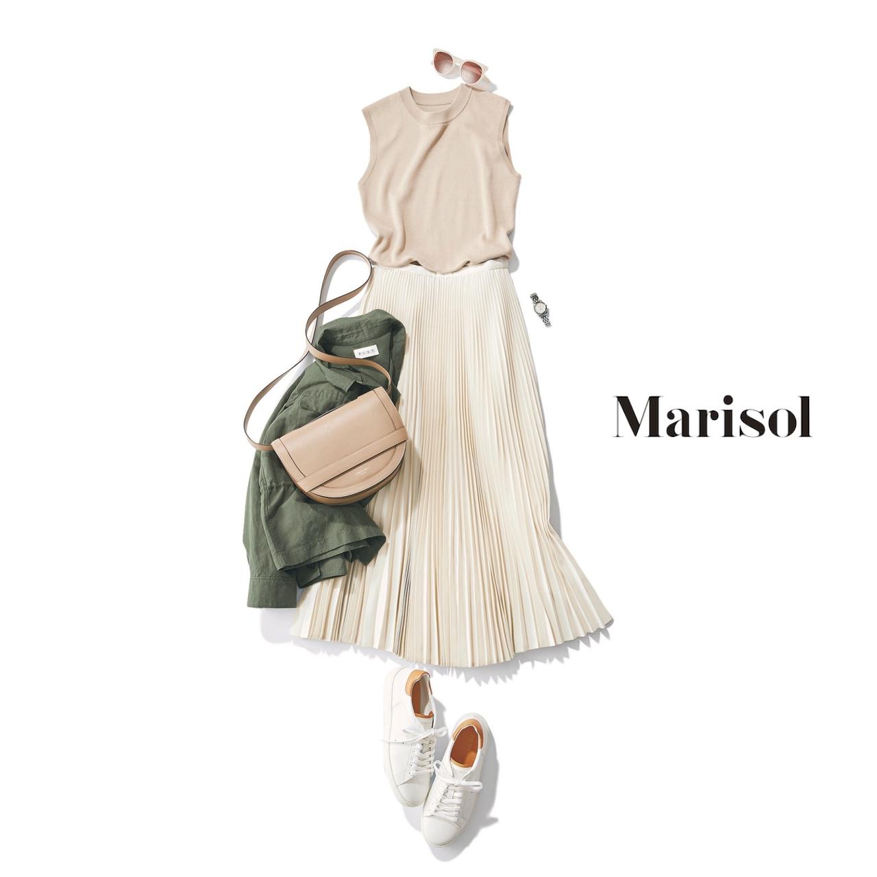 40代ファッション ベージュニット×オフホワイトプリーツスカートコーデ