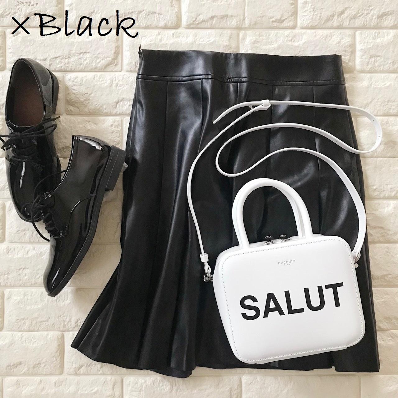 ミチノのバッグと黒アイテムを合わせた画像