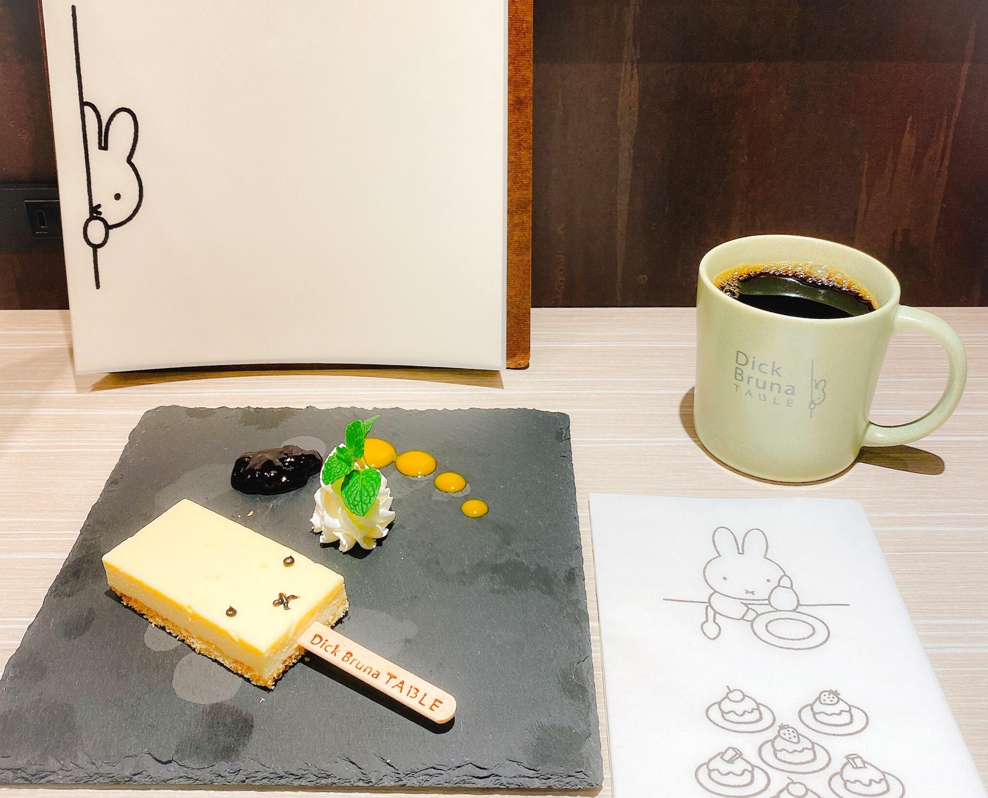 ディック・ブルーナ テーブル 横浜でいただいた「ミッフィーチーズケーキバー」。食器もかわいい。
