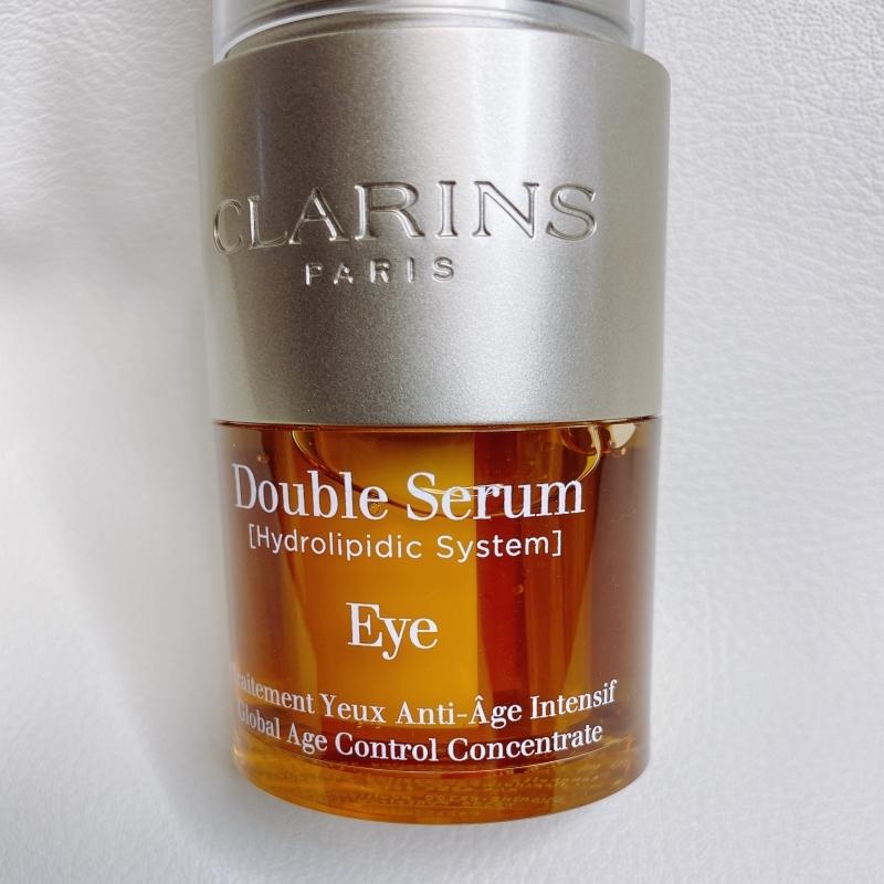 クラランスのダブルセーラムアイには目の周りの肌のために開発されたふたつのセラムが7:3の割合でおさめられています