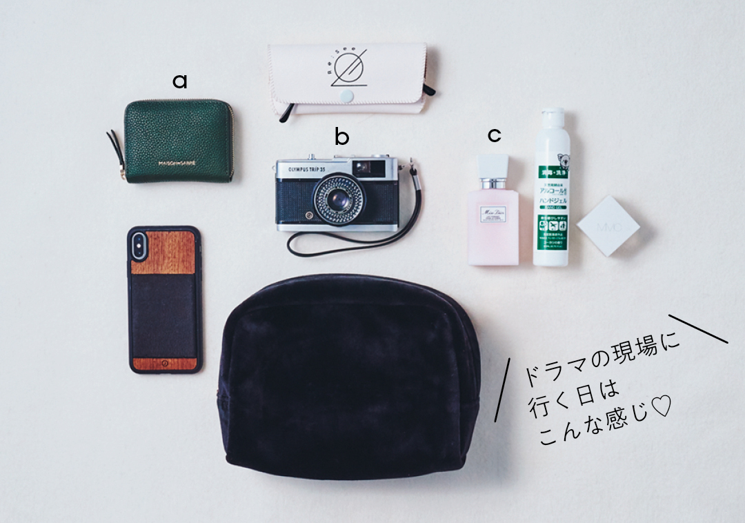 新木優子&岡本夏美がバッグの中身を公開!_1_6