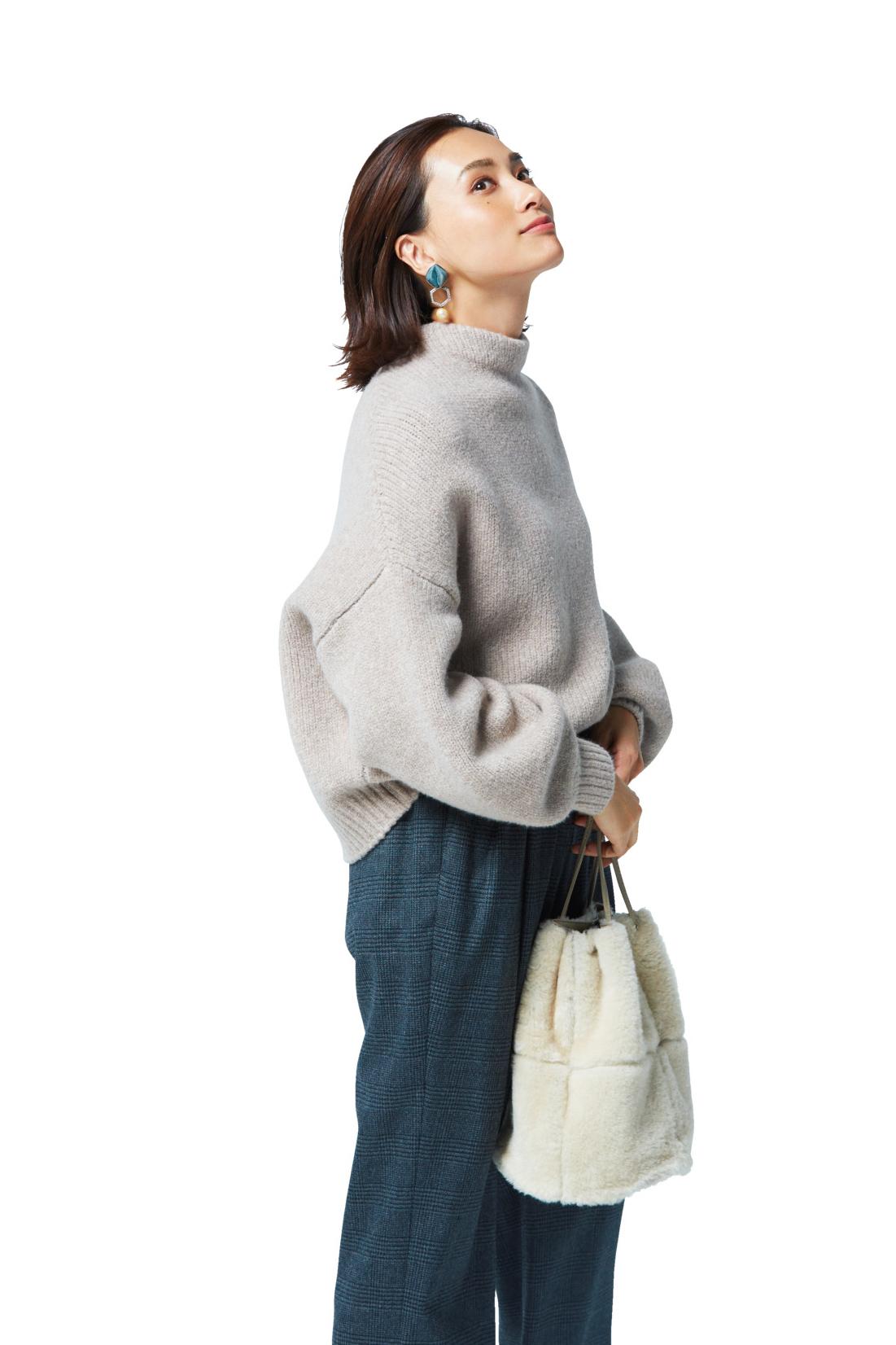 「ニット+パンツ」の女っぷり足しアイデア!_1_1-1