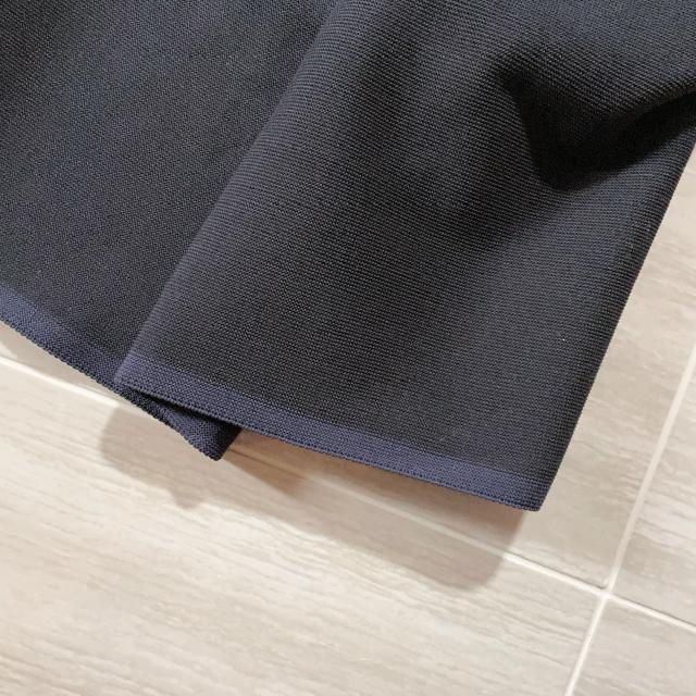 MACHATTのホールガーメントフォルムスカート 素材感