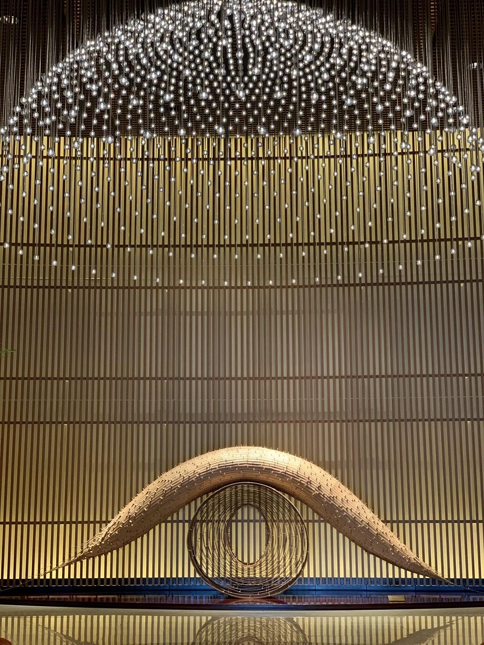 モニュメント「臥龍の門」