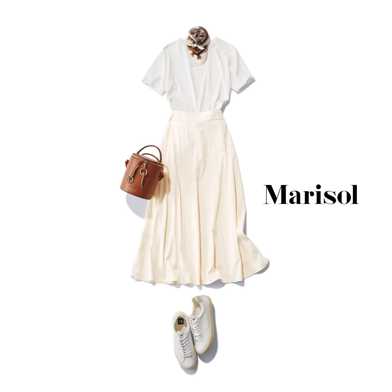 40代ファッション Tシャツ×白スカート×スニーカーコーデ