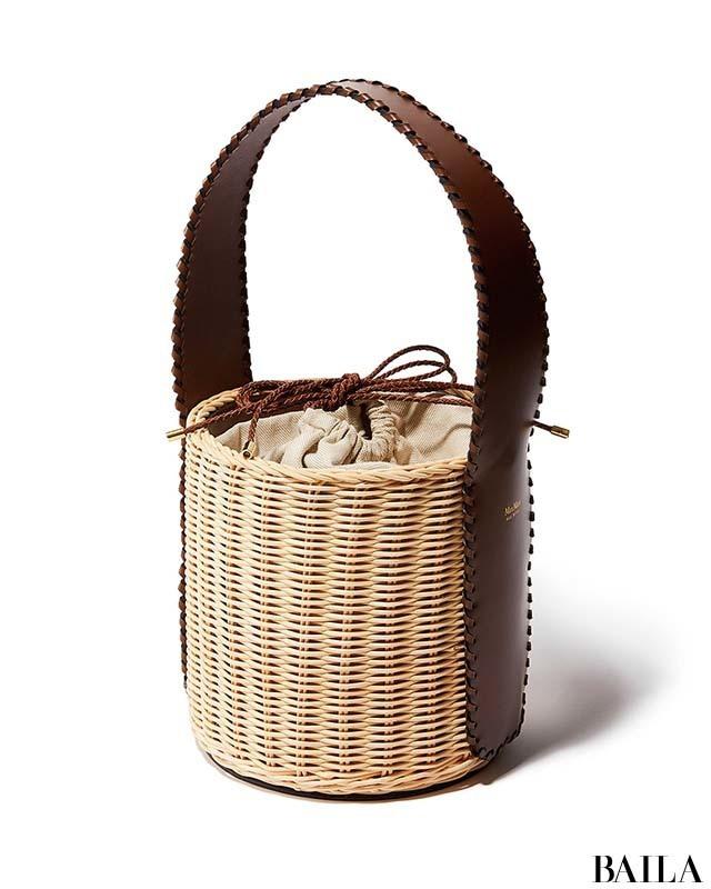 品格さえ漂わせる「マックスマーラ」の洗練かごバッグ