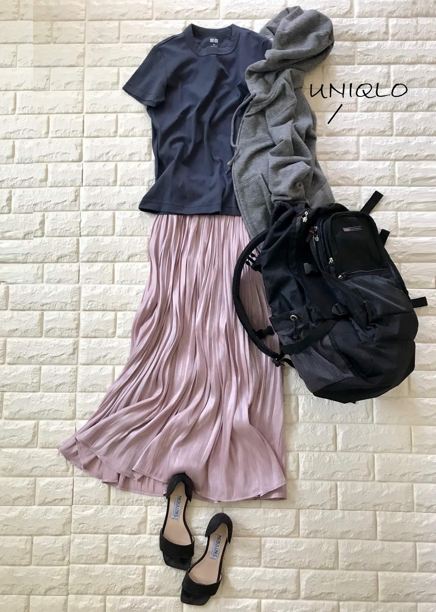 ユニクロTシャツとVISのスカートを合わせたリュックサックコーデ