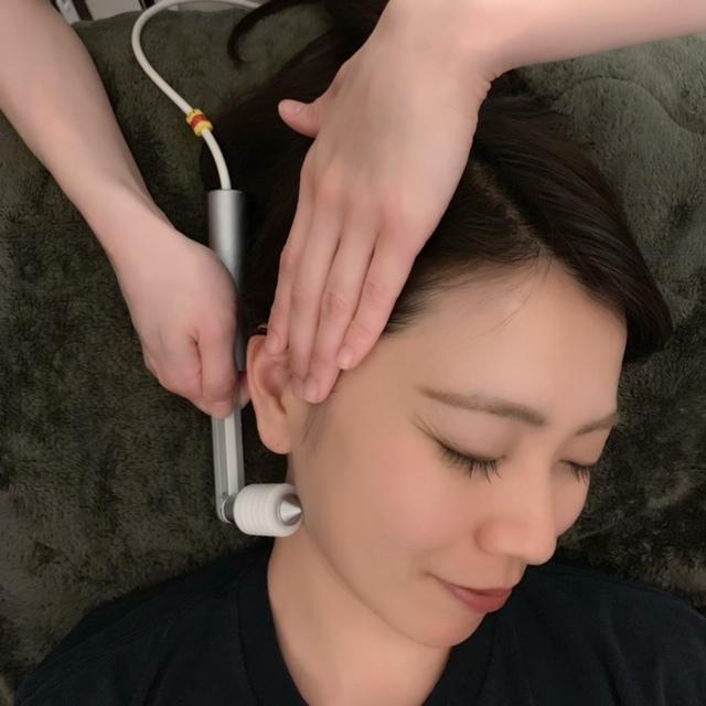 首や肩、顔の血液の流れをゆるやかにします。