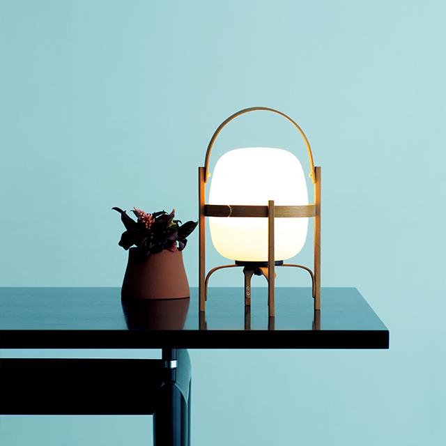 LEDランプ「セスティタ バテリア」¥88,000/リンインクープ(サンタ&コール)