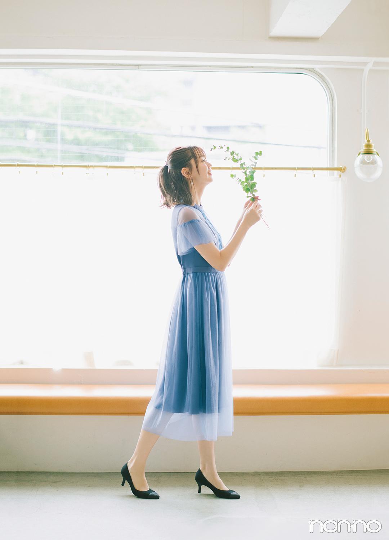 清潔感のあるブルーのチュールを同色のサテンに重ねたドレス