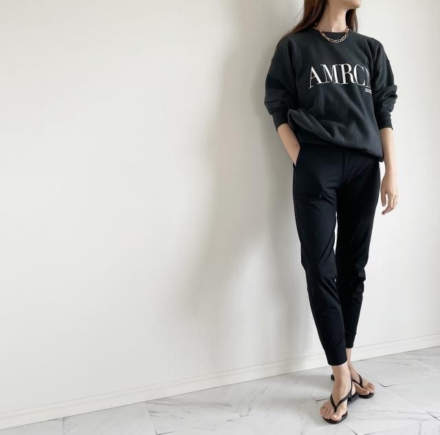 定番の黒パンツを極める!今っぽく、おしゃれで、美脚見えする黒パンツコーデまとめ|40代ファッション_1_26