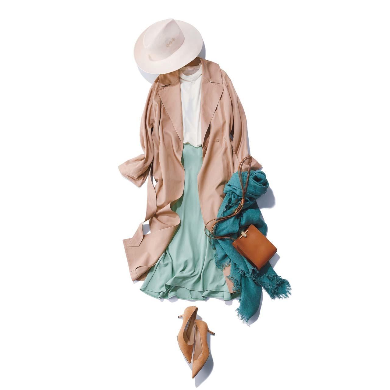 ピンクベージュのトレンチコート×ミントグリーンのスカートコーデ