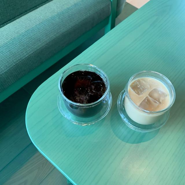 カラーコンセプトのtoggle hotel内にあるポップなカフェtoggle hotel cafe/bar_1_3