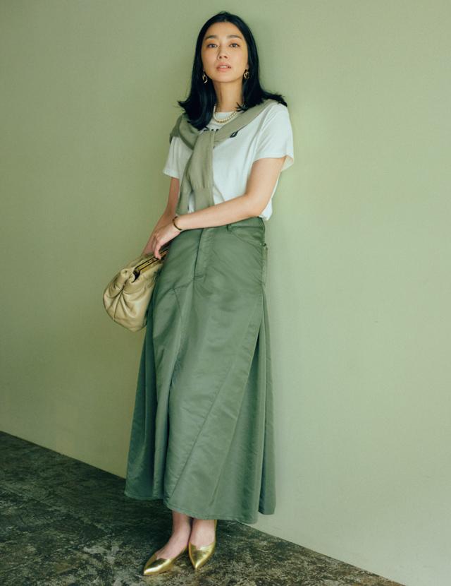 50代『マキシスカート&おしゃれフラット靴』