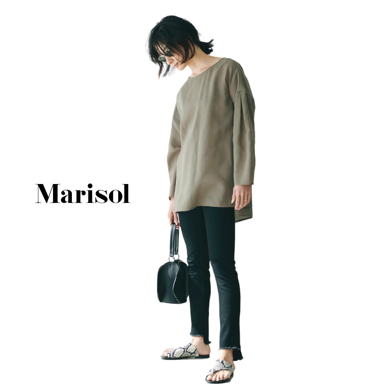 40代ファッション  ロングブラウス×黒パンツコーデ