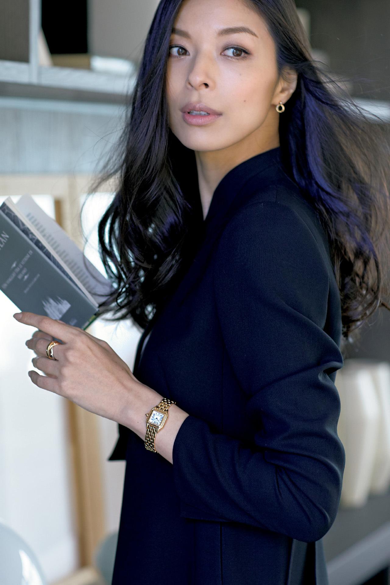 ビジネス服には本格派時計と女らしい時計を効かせて 五選_1_1-2