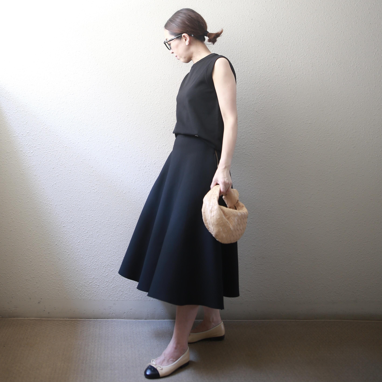 【真夏こそ映える黒コーデ】重たく見えず、シックに決まるアラフォーの黒コーデまとめ|40代ファッション_1_16