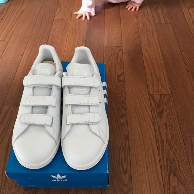 adidas スタンスミス のオールホワイトのベルクロにしてみました。