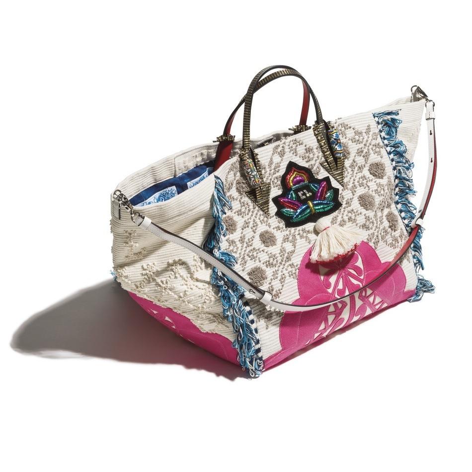 ファッション クリスチャン ルブタンのバッグ