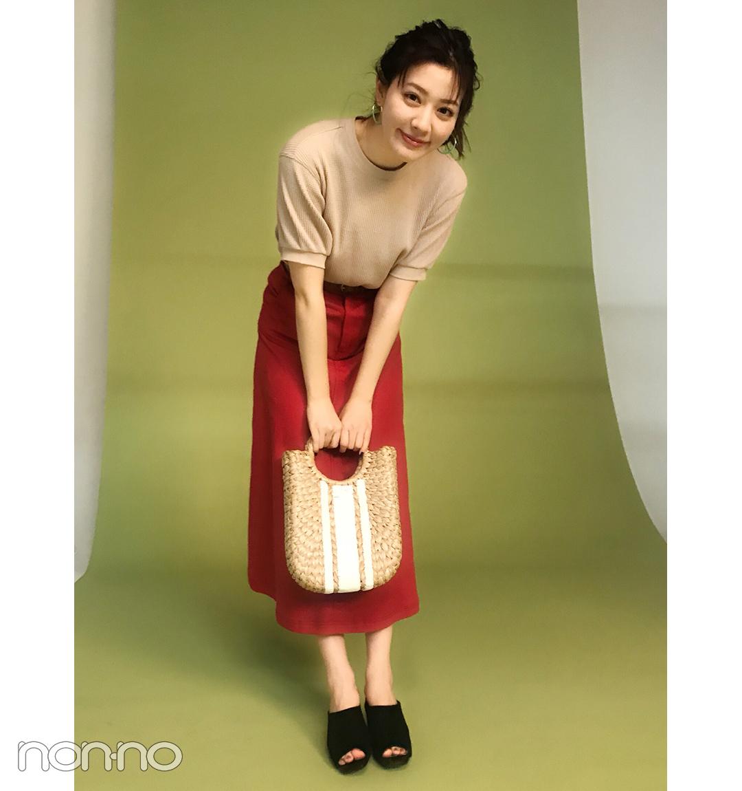 岡本杏理は赤スカートをサーマルでカジュアルに【毎日コーデ】_1_1