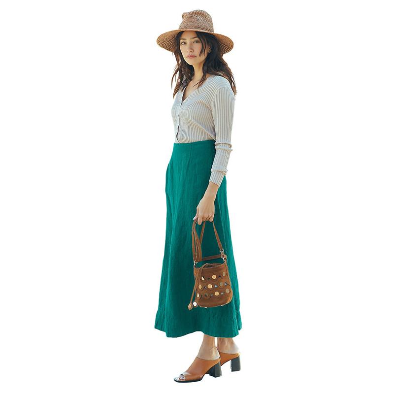ブラウン小物×グリーンスカートコーデ