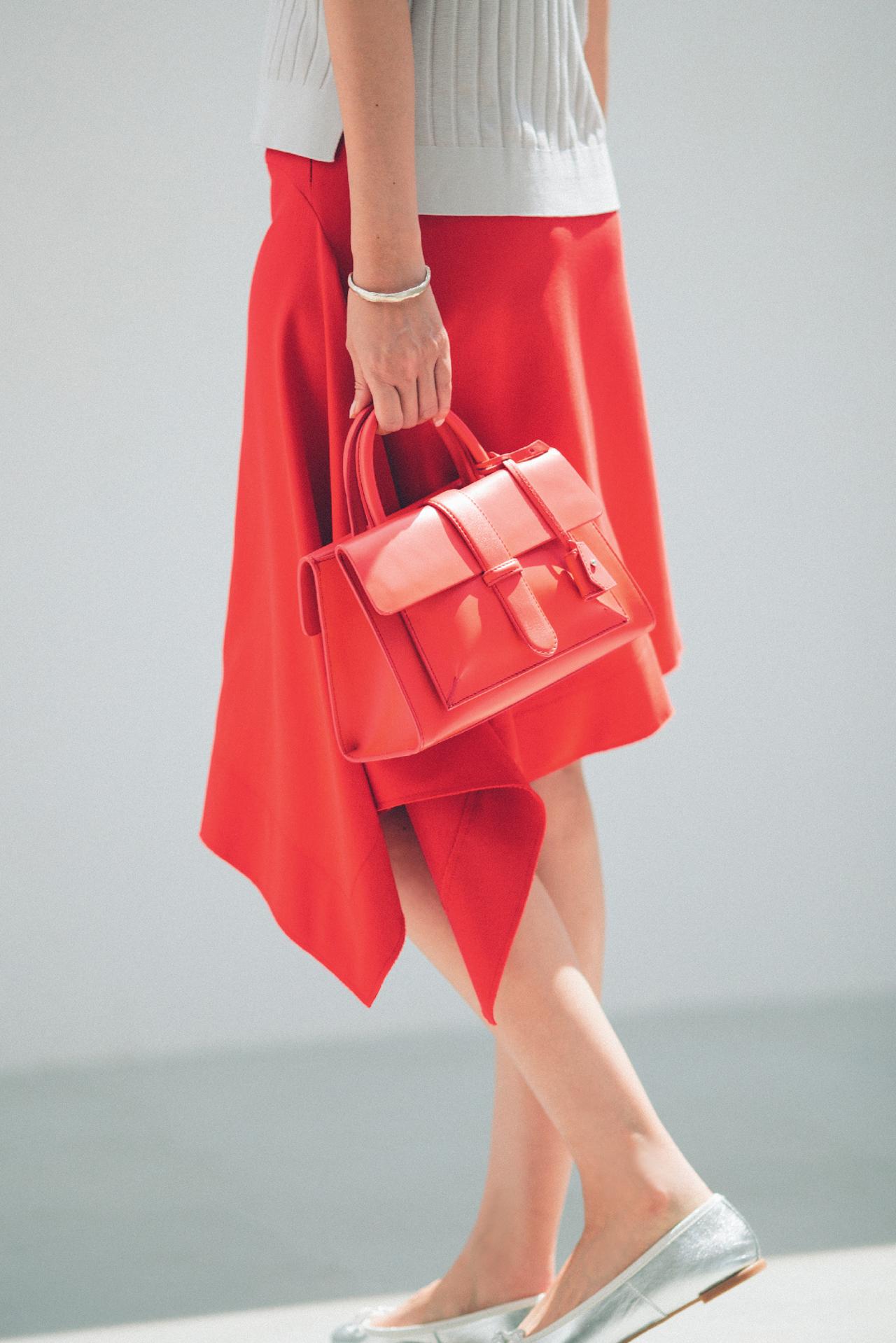 赤のもつ女らしさを、ストレートに発揮できるスカート 五選_1_1-1
