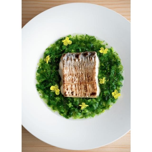 太刀魚の炙り。熊本産生あおさと京菜花のあん添え