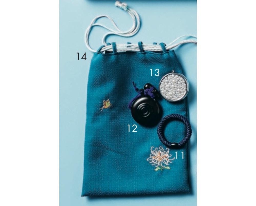 気鋭の書家アーティストのバッグは、ブルーで統一された物語のあるアイテムが美しい!【働く女のバッグの中身】_1_10