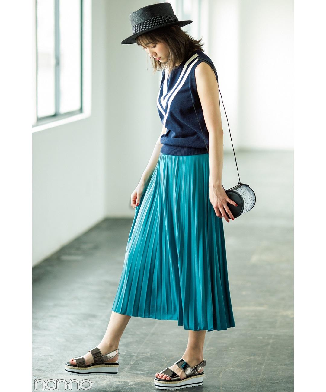 【夏のサンダルコーデ】新木優子と馬場ふみか、この夏は甘めモノトーンコーデでいく!