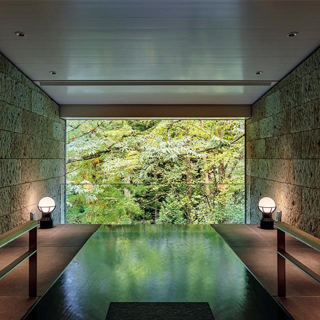 「ふふラグジュアリープレミアムスイート」の半露天風呂は驚きの広さ