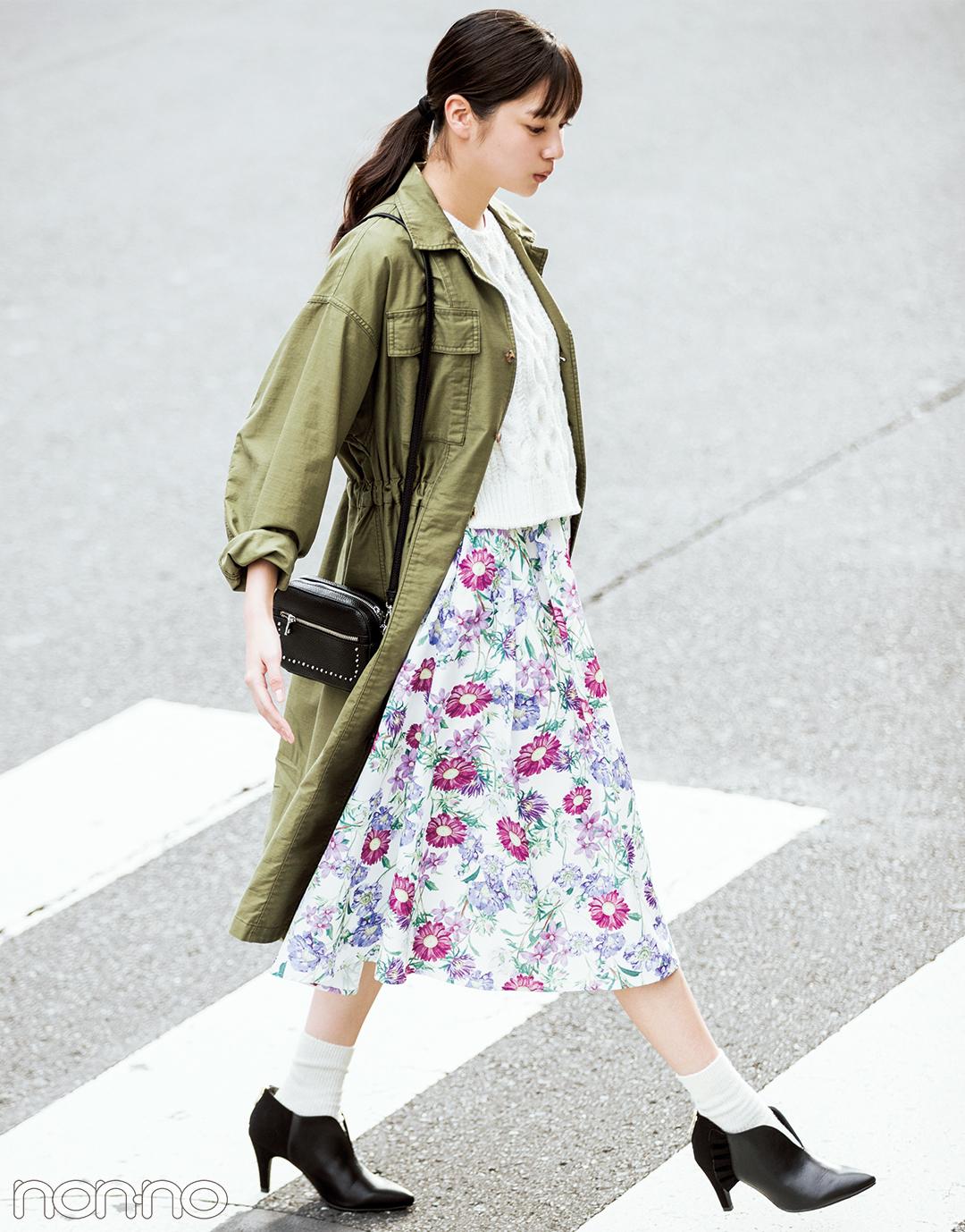 【花柄スカートコーデ】鮮やかな花柄スカートにワンピースをガウン風に羽織って♡