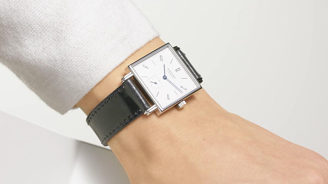 ノモスグラスヒュッテの腕時計テトラ