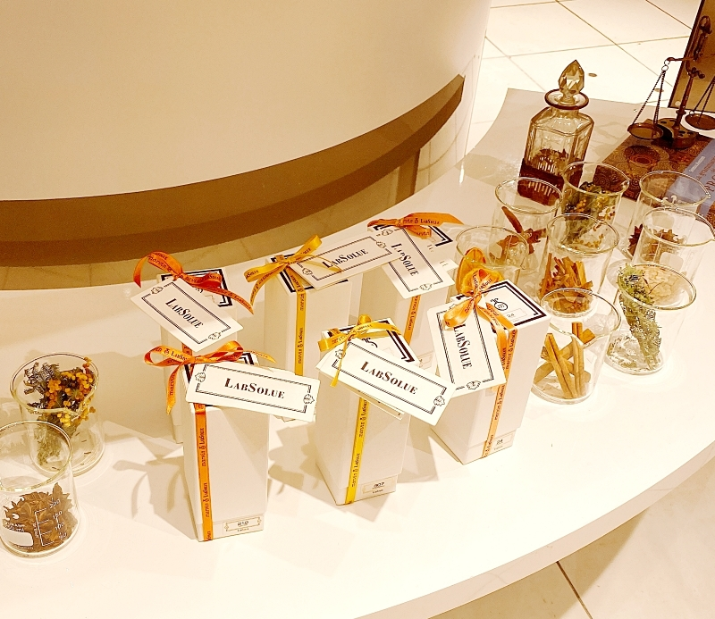LabSolueのPOPUPショップは伊勢丹新宿店で開催中。パッケージも上品